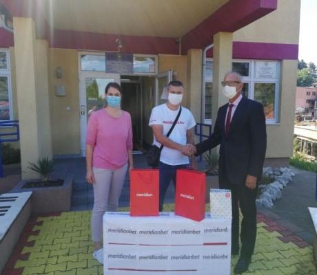 Meridian posjetio sa donacijom JU Dnevni centar za djecu i odrasle sa posebnim potrebama u Tešnju
