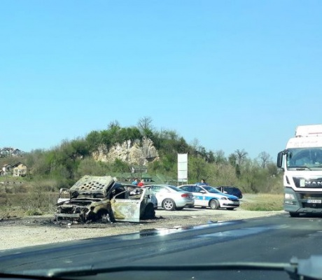 "DOBOJ: Zapalio se ""ford mondeo"" tokom vožnje (FOTO)"