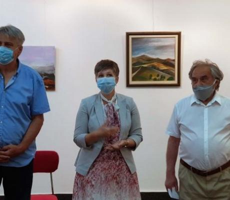 DOBOJ: Otvorena izložba likovnih radova Željka Starovića (VIDEO)