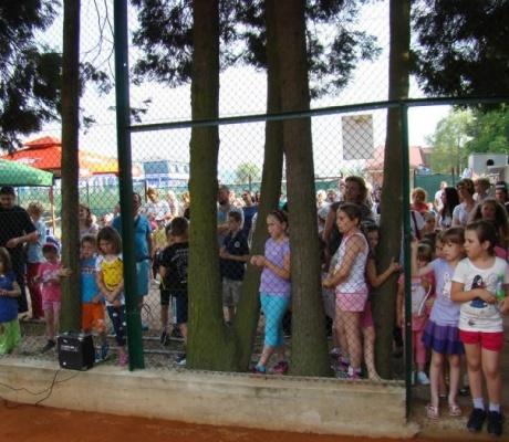 """DOBOJ: Teniski klub """"DOBOJ"""" vrši upis u besplatnu mini školu tenisa"""