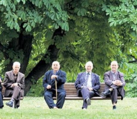 NOVAC OBEZBIJEĐEN Traži se način kako će penzioneri podići penziju