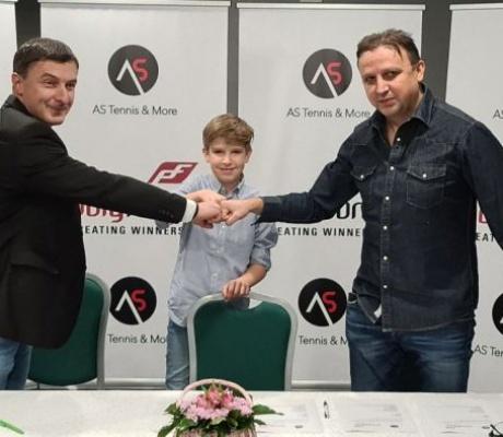 """DOBOJ: Filip Jevtić potisao ugovor o sponzorisanju sa njemačkom firmom """"As"""""""