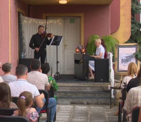 DOBOJ: Održan koncert klasične muzike na terasi Centra za kulturu i obrazovanje (FOTO)